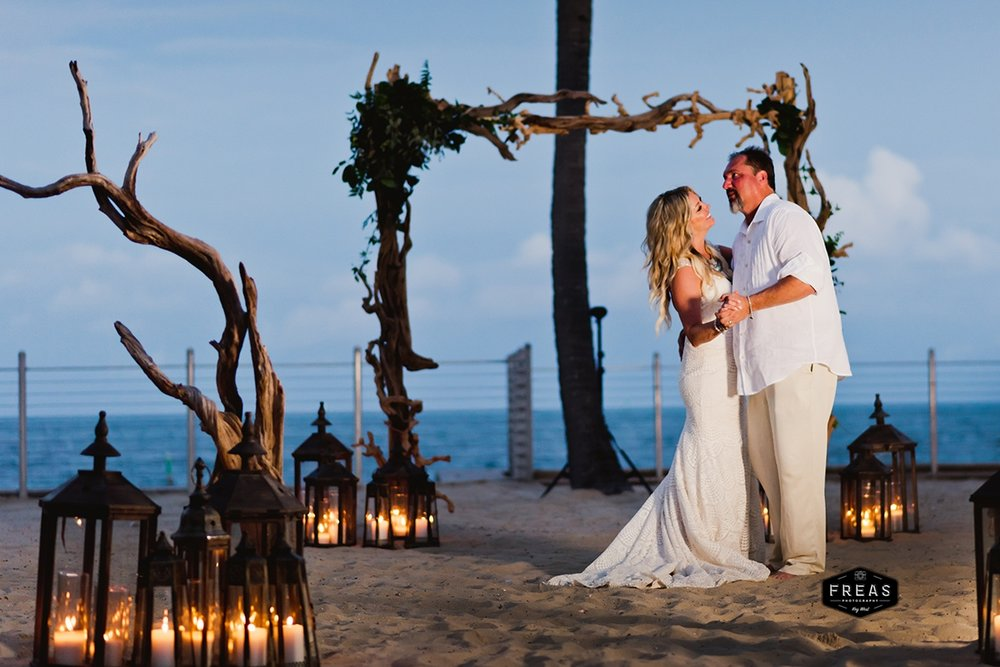 Copy of Freas-Photography-Southernmost-Beach-Wedding-DM-469.jpg