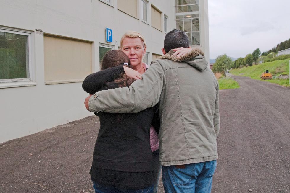 Anne Aonsen ved Kvæfjord mottak på Borkenes gir støtte og hjelp. – Vi trenger særlig klær til de nyankomne, sier mottaksleder Svein Arne Laukvik. (Foto: Jostein Eldevik)