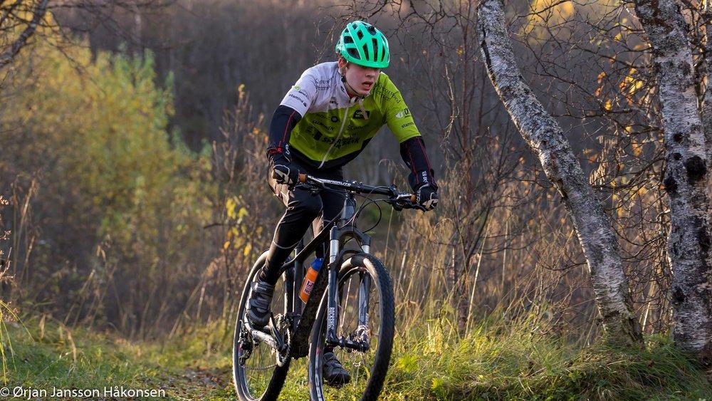 Mads Mikal Fossen - fra Harstad Cykleklubb i M 15-16 åpen klasse (terrengsykkel)