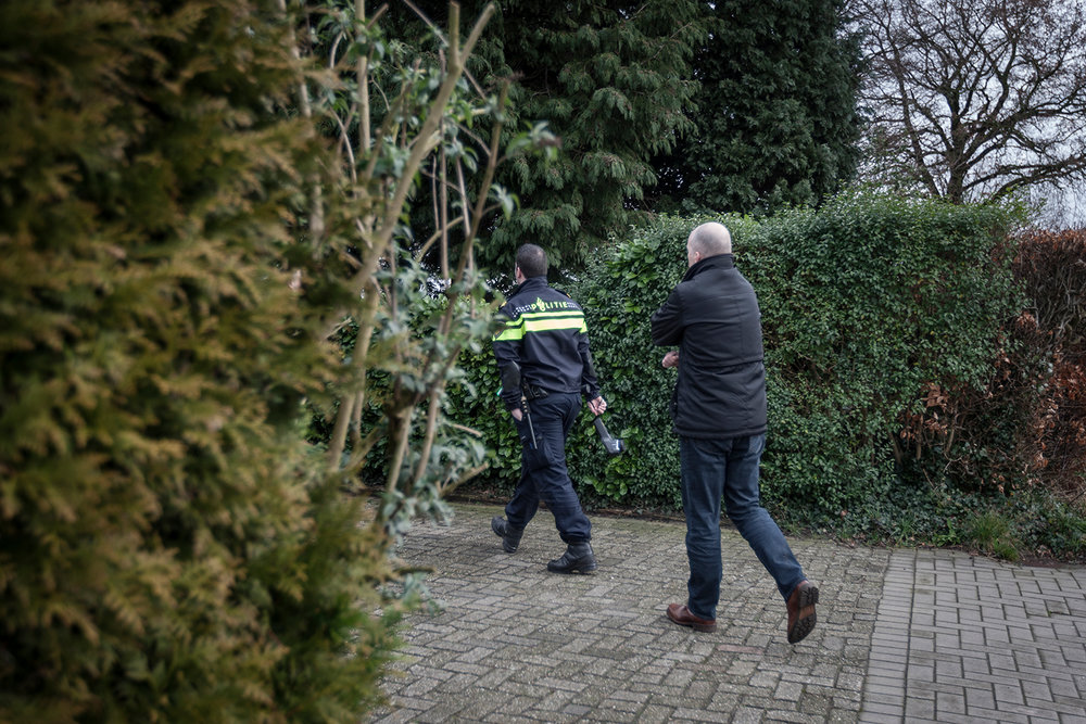 On patrol with Roosendaal police searching for drugs , Nrc Handelsblad, 2016