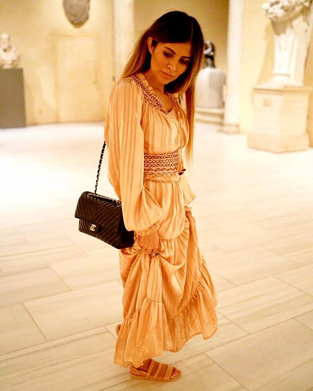 The essentials for a mesmerizing evening at @metmuseum : Flowy dress, stunning exhibitions & comfy sandals to make the strolling feel seamless! ❤️#atelierancestro #chanklas #themet
