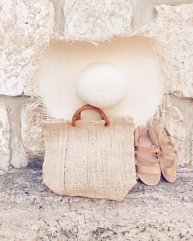 All the weekend essentials! (Link in bio to shop) #handmadeshoes #chanklas #ateliercestro