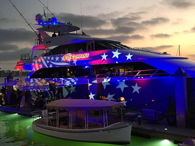Yacht life! 🛥💡 • • • #eventproduction #eventdesign  #lightingdesign #lighting #artistic #yachtlife #eventplanning  #corporateevent #corporatedinner #event  #eventplanner #production #productionlighting #soundproduction #lightingproduction #videoproduction #productionlife #wedding #weddingseason #weddingplanner #weddingday #bride #reception #led #ledlighting #love #gala #shinelighting #sunset #eventstyling