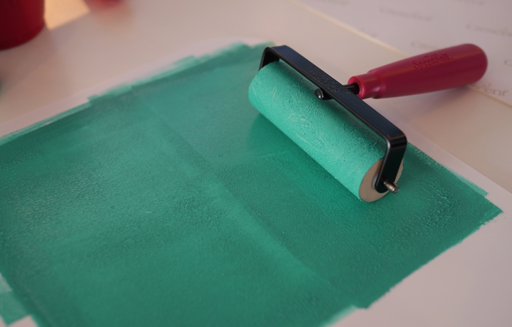 Spread paint out on a plastic palette with the Brayer.