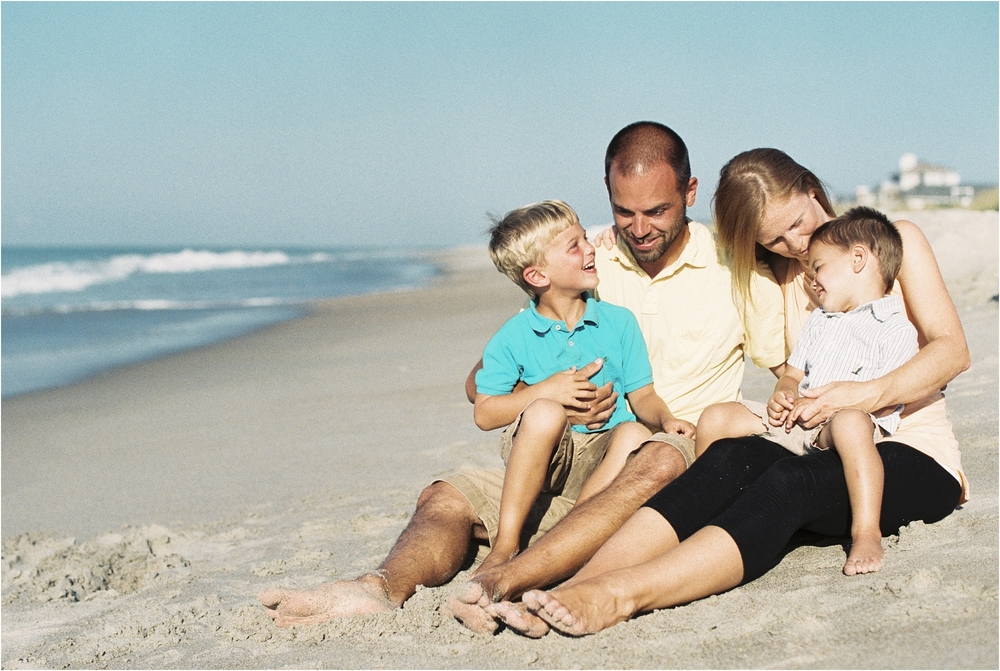stephanie-yonce-photography-north-carolina-beach-family-portrait-session-photo-_0003.jpg