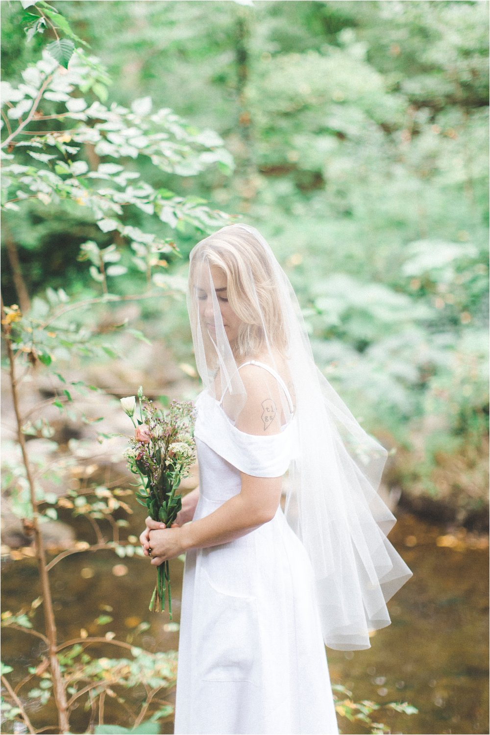 intimate-wooded-backyard-richmond-virginia-wedding-photo_0014.jpg