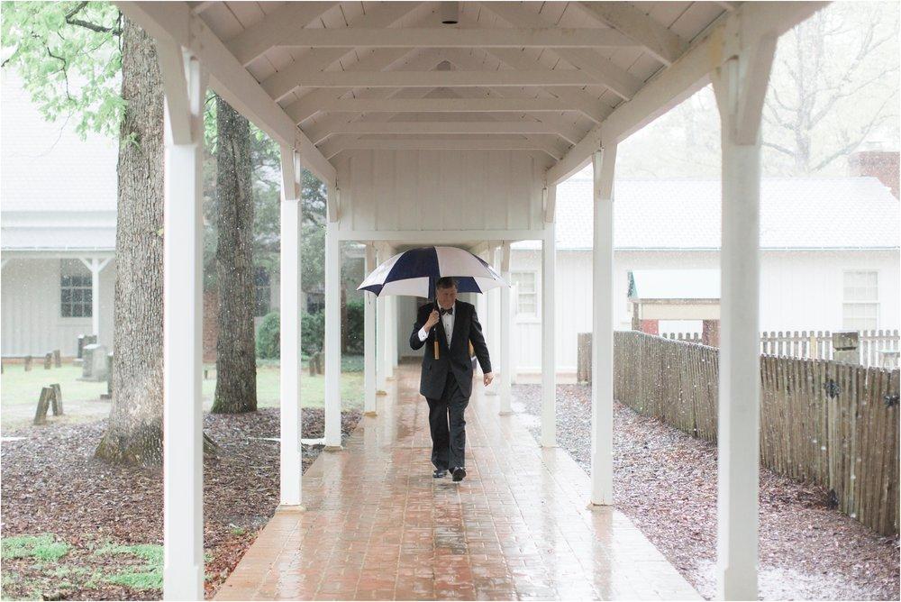 carly-jamie-richmond-va-commonwealth-club-rainy-wedding-day-photos_0025.jpg