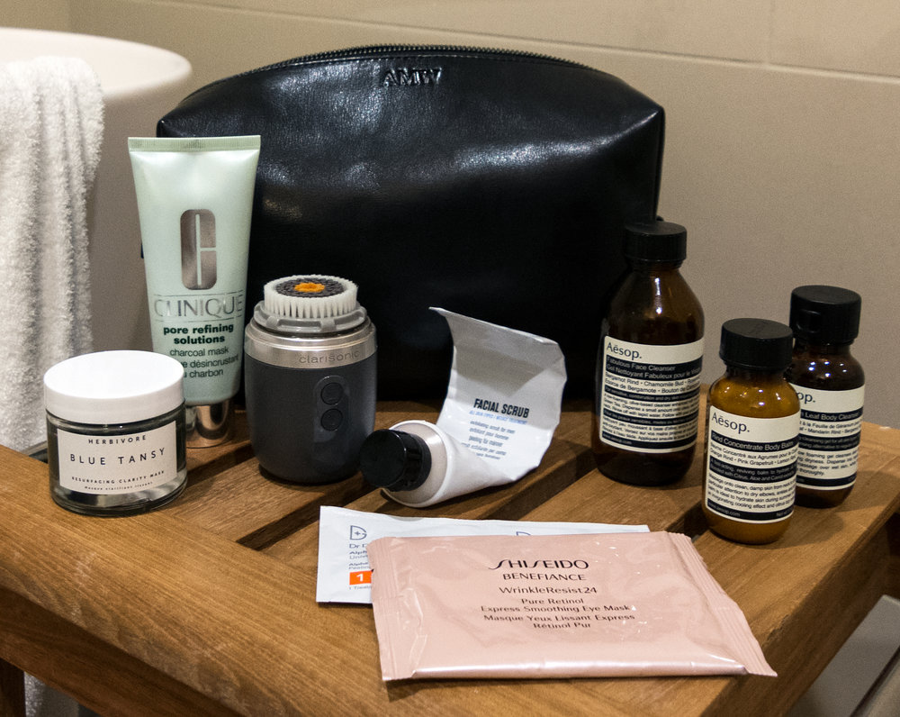 Modern Otter Grooming | What's In My Dopp Kit