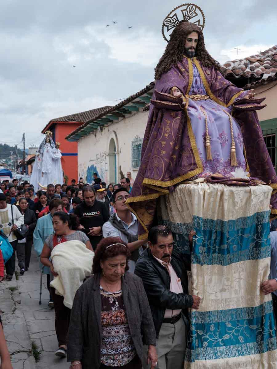 Procesión en las calles de San Cristóbal