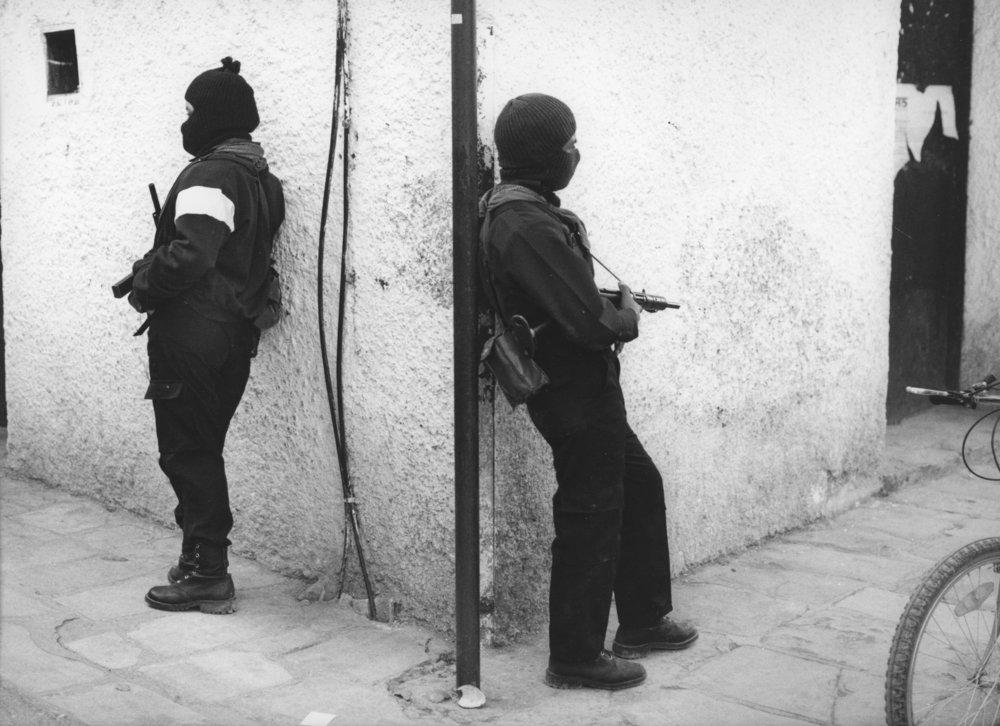 Haciendo Guardia / Standing Guard