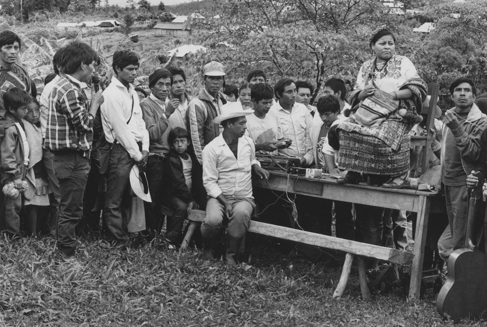 Rigoberta Menchu visita a los refugiados / Rigoberta Menchu visiting a refugee camp