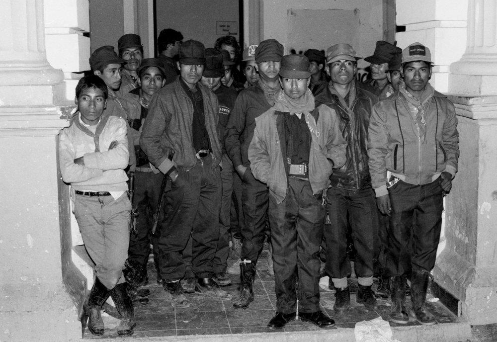 El Ejercito Zapatista de Liberación Nacional (EZLN)/ The Zapatista National Liberation Army (EZLN)