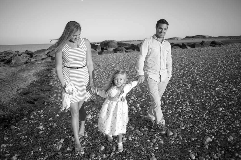 boston-photography-family-black and white-beach.jpg