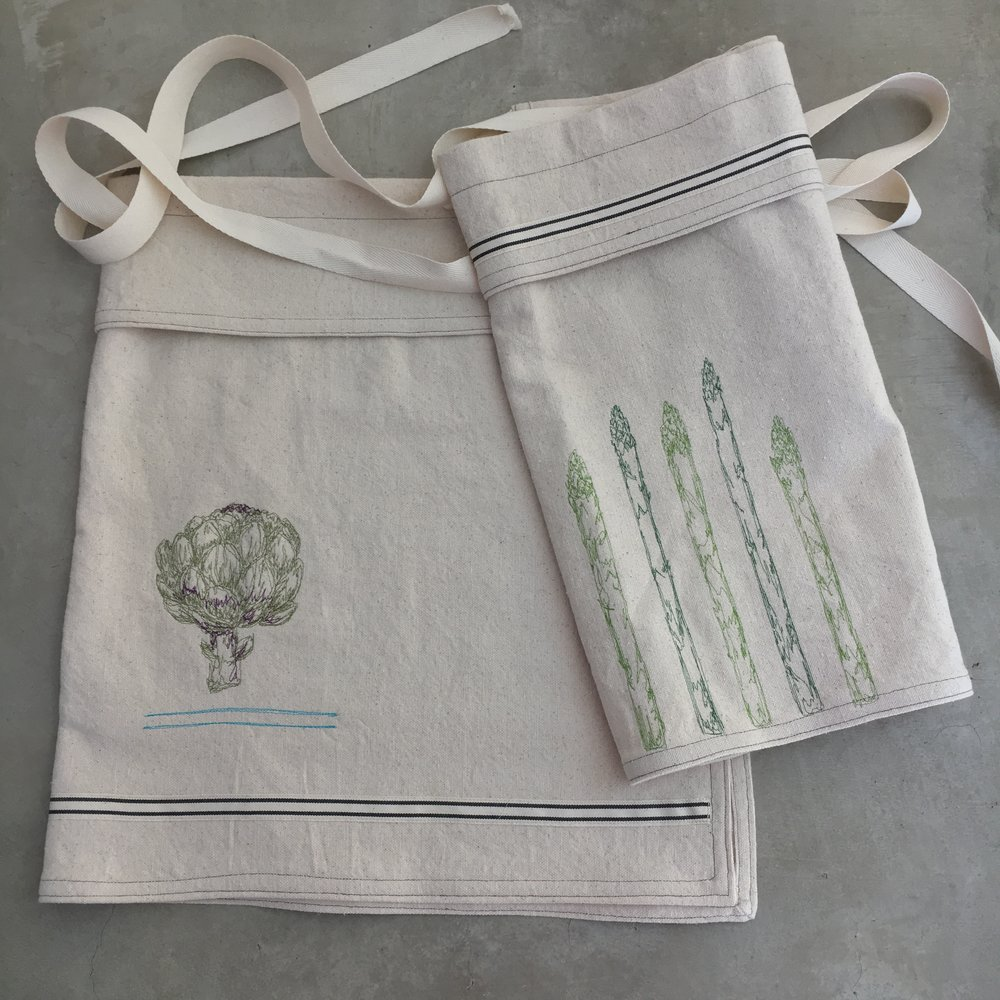 Bistro Aprons   -                        PERFECT FOR COOKING, GARDENING,                                             ENTERTAINING