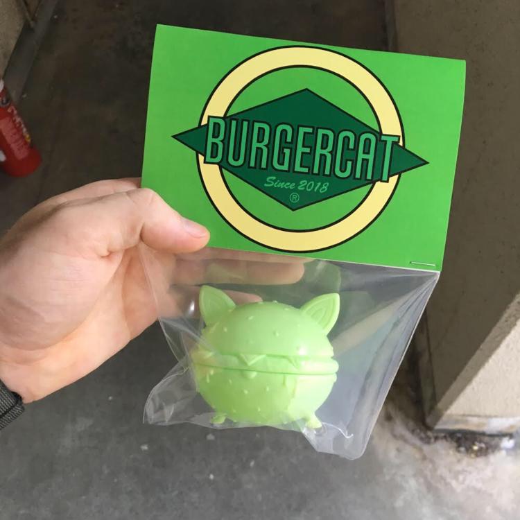 "BurgerCat: KeylimeCat  Nathan Hamill X Science Patrol.  Japanese vinyl.  2.75""  SDCC Release  2018"