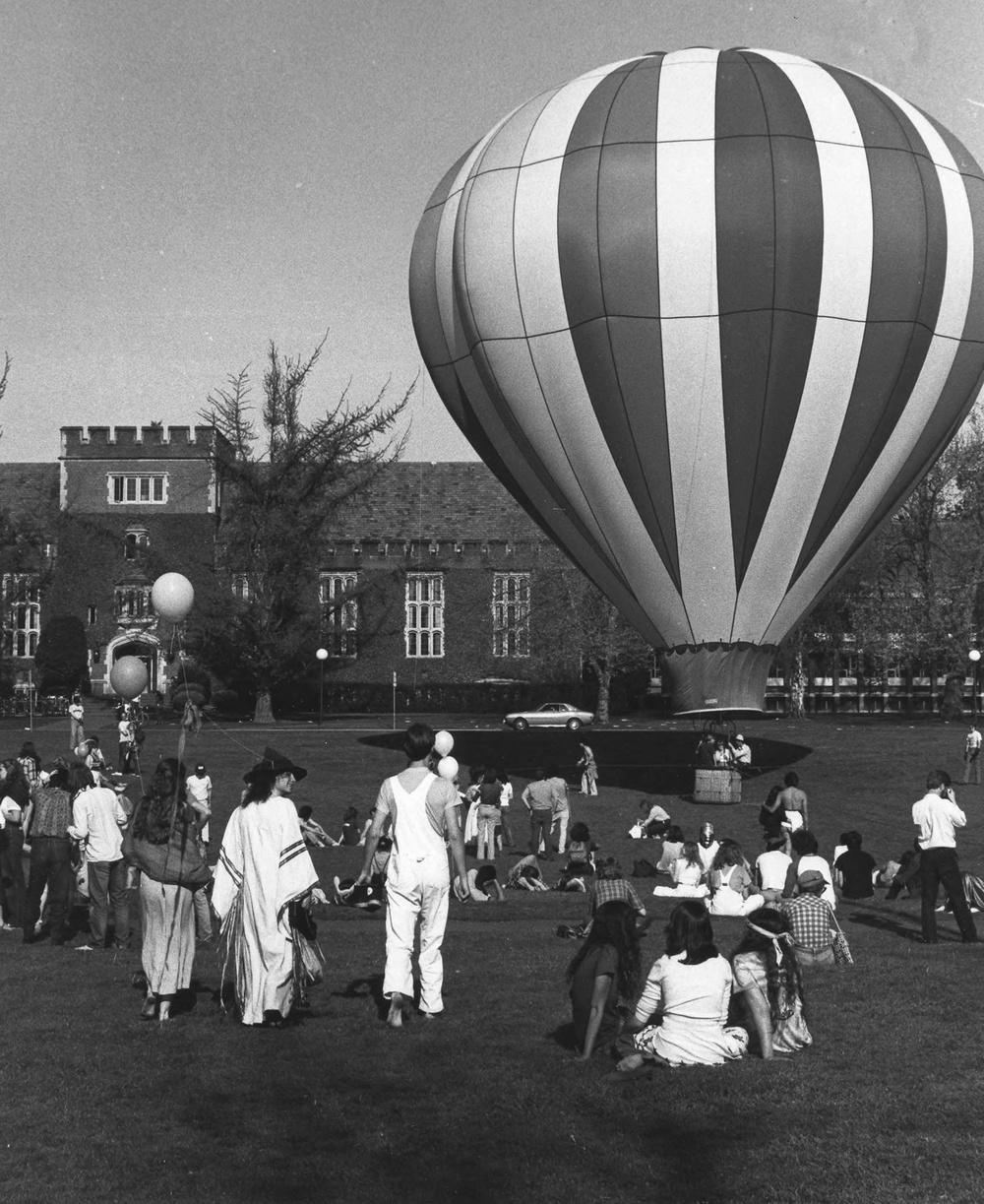 reedhisttxt-hotair-balloon-at-renn-fayre-1984.jpg