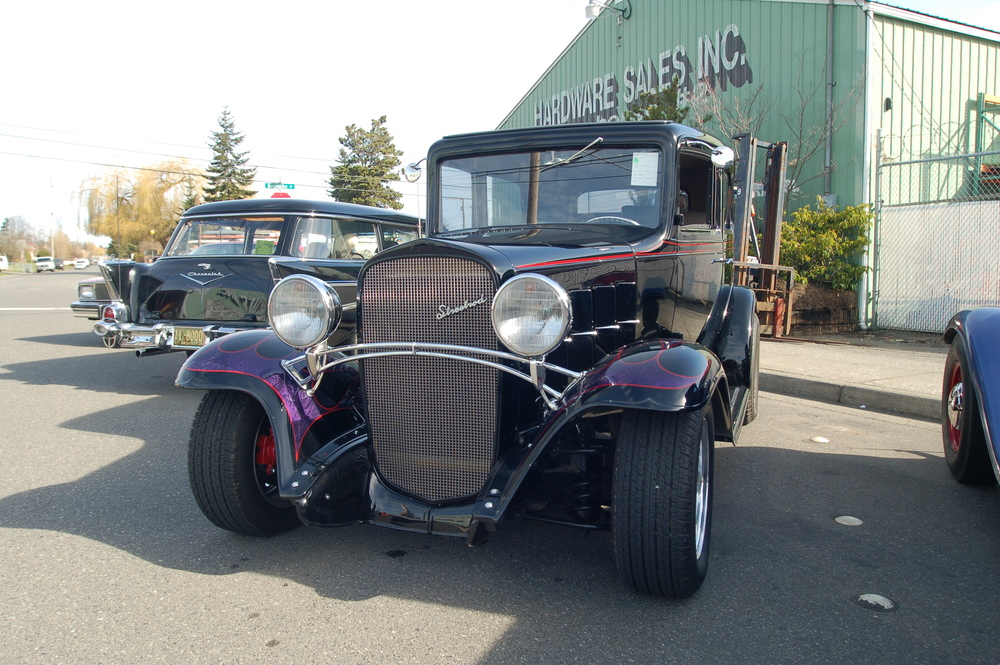 Petersons 32 Chevy sedan.JPG