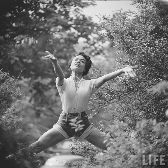 Eartha Kitt 1952.  Copyright The Gordon Parks Foundation