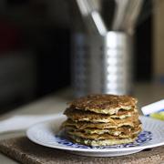 Mini omlety cukiniowe z harissą
