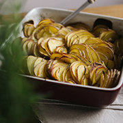 Zapiekane czerwone ziemniaki z rozmarynem