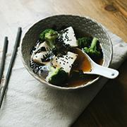 Bulion dashi (i yudofu, czyli tofu na gorąco)