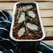 Wegański pasztet z fasolki adzuki z oliwkami i suszonymi pomidorami