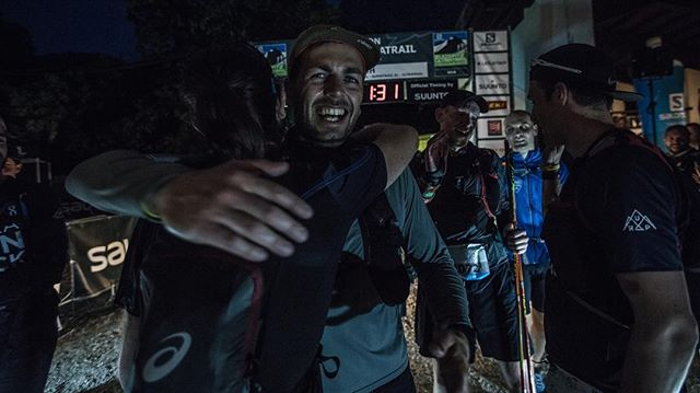 More than one week ago and it still gives us goosebumps. This is what an Ultratrail Marathon-Finish after 63km & 2.900m altitude looks like. Now we know 🙏🏼#ultrarunpack  ___ @studyo_314 📸