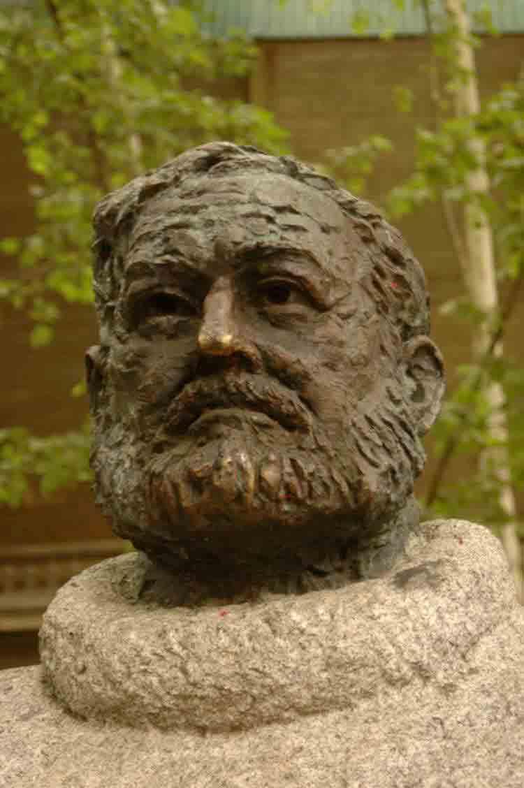 Buste Hemingway © @drbronk