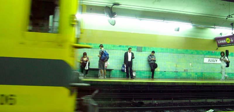 Metro in Buenos Aires  ©  Iris Hannema