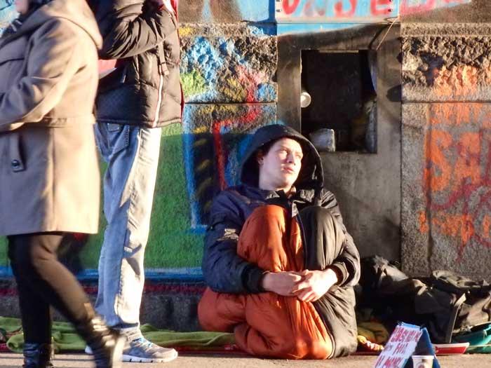 Het waaierige Alexanderplatz is niet de fijnste plek voor bedelaars.© Jan Hazevoet