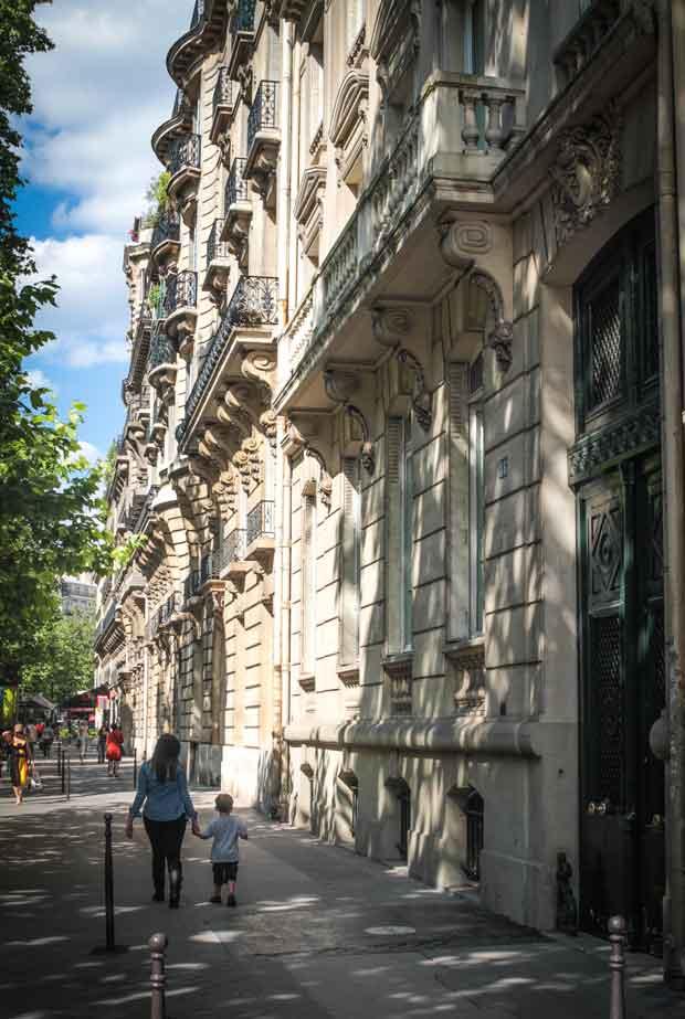 De voordeur van W.F. Hermans aan Avenue  © Niel Milliped