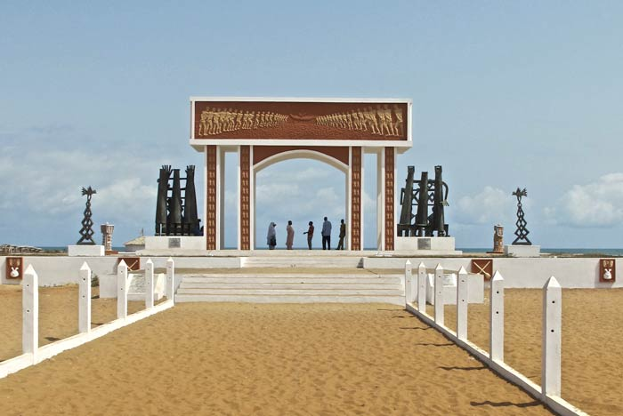Ouidah's slaven memorial 'porte de non retour' © Iris Hannema