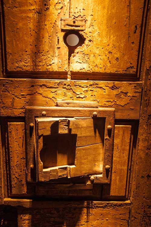 Celdeur gevangenis Mons © David Bronkhorst