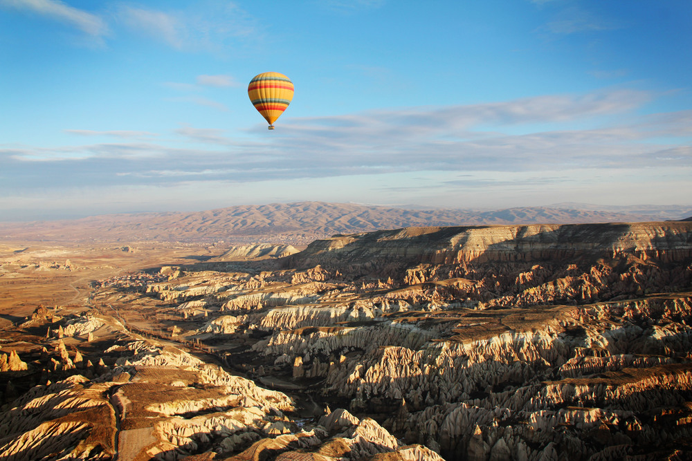 6.1.12 Hot air balloon over Cappadoccia.JPG