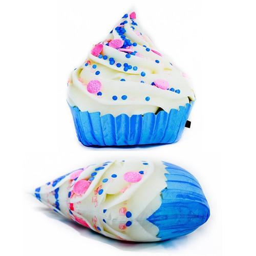 white cupcake.jpg