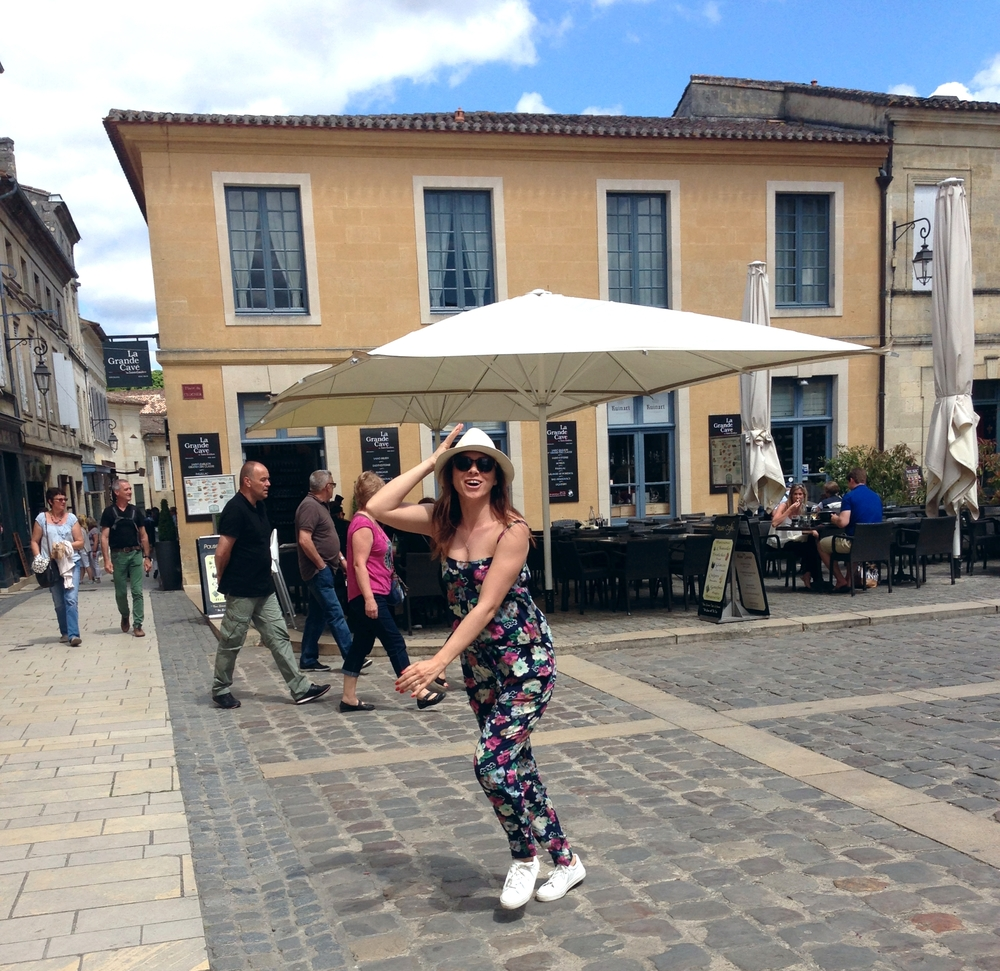 My happy dance after seeing Saint Emilion. /  Saint Emilion'u gordukten sonra mutluluk dansım   Jumpsuit /  Tulum:  Forever New  Shoes /  Ayakkabılar:  Topshop  Hat/ Sapka:  Pull & Bear