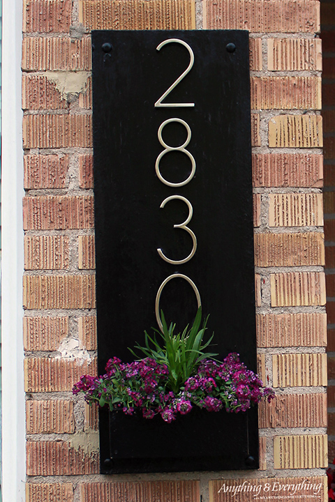 Black-chic-house-number-sign-.jpeg