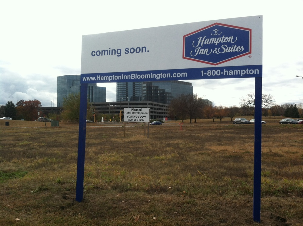 HamptonInnSign.JPG