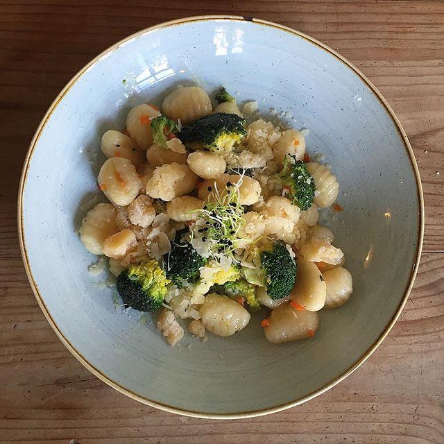 Gnocchi con mantequilla de salvia y brocoli #granjelicious #gnocchi #healthy