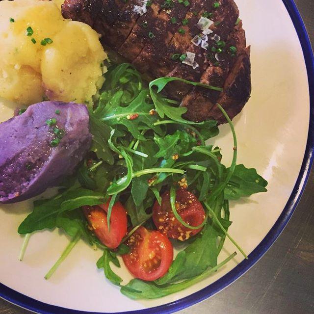 Medallón de ternera con puré de patata bicolor #granjelicious #healthy #healthyfood 😋😋😋😋