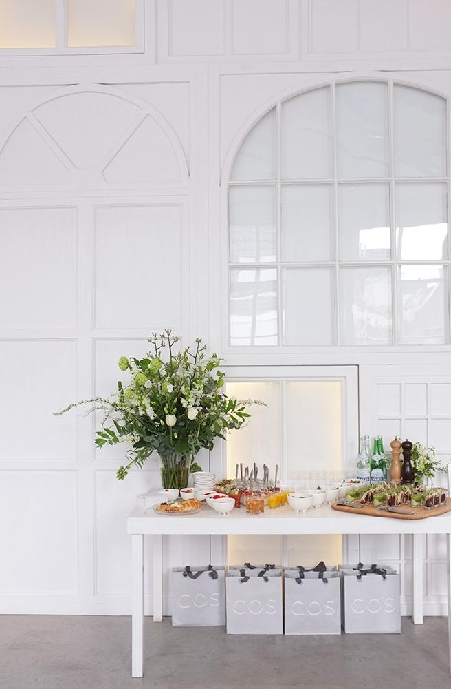 A.P Bloem Hotel Droog Droog Design Cos Press Launch Green White Fresh Flowers Bloemist Bloemen Bloemwinkel Kerkstraat Lifestyle Clothing Autumn Winter collection vase arrangement lifestyle