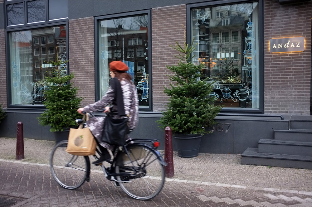 A.P Bloem Florist Bloemist Amsterdam Kerkstraat Andaz Prinsengracht canals boutique luxury 5 star hotel Marcel Wanders Christmas Kerst Boom Kerstboom Decoration event Sterren Gold Goud Tree Bling Designer Best florist Amsterdam cycling Amsterdam cycle chic bicycle