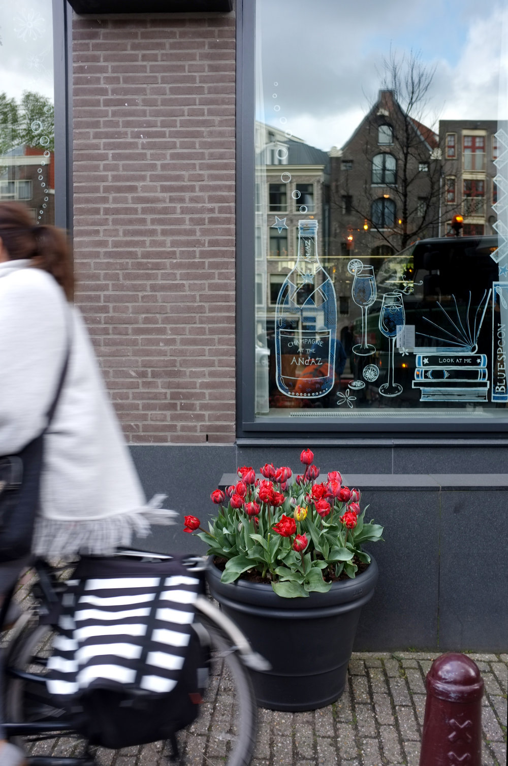 . . . . . #apbloem #florist #amsterdam #bloemist #kerkstraat #bloemen #stijl #styling #floristry #bloemenwinkel #floral #artisan #boutique #kleur #colour #lifestyle #lente #spring #dsfloral #nature #eggs #easter #tulips #luxury #marcelwanders #paasdag #pasen #chocolate #dsfloral #bar #interior #interieur #floral #bloemisten #tulpenfestival