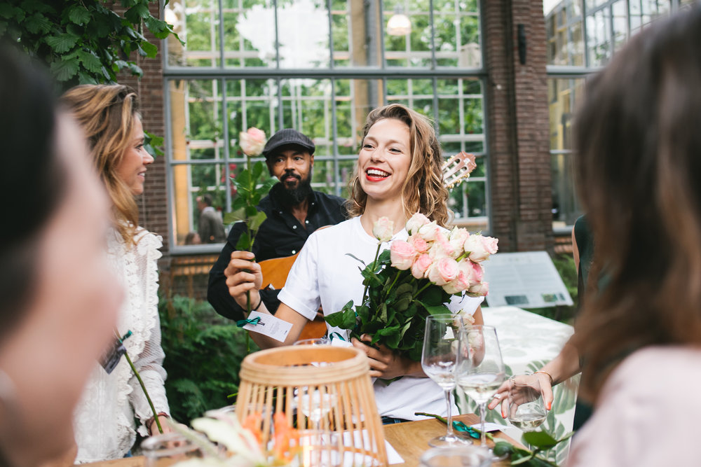 Krem de la krem Lois fashion event A.P Bloem De Hortus Botanicus Flowers Amsterdam bloemist Bloemen evenement table decoration styling decoratie Tree Boom Palm Roses Rozen