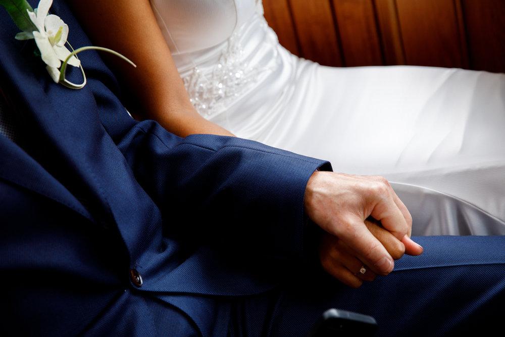 A.P Bloem wedding bruiloft florist Amsterdam flowers bloemen trouwen bloemen bloemenwinkel white tropical bride bruidsboeket bride bouquet bruiloft hangar noord event evenement tropical bride bruid groom bruidgrom