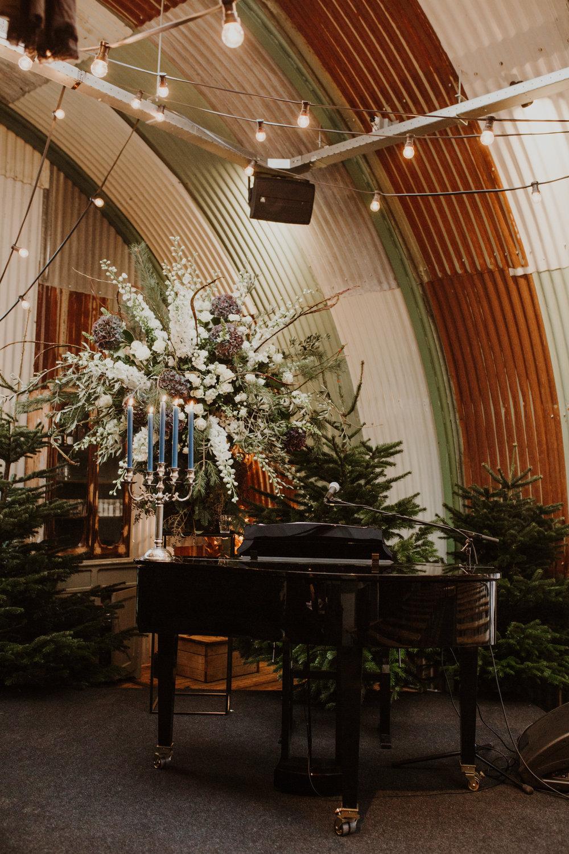 A.P Bloem florist bloemist Amsterdam Kerkstraat wedding Bruiloft trouwen event kerst Christmas gezellig liefde love Ido evenement styling winter trouwinspiratie weddinginspiration weddinggoals shesaidyes piano arrangement