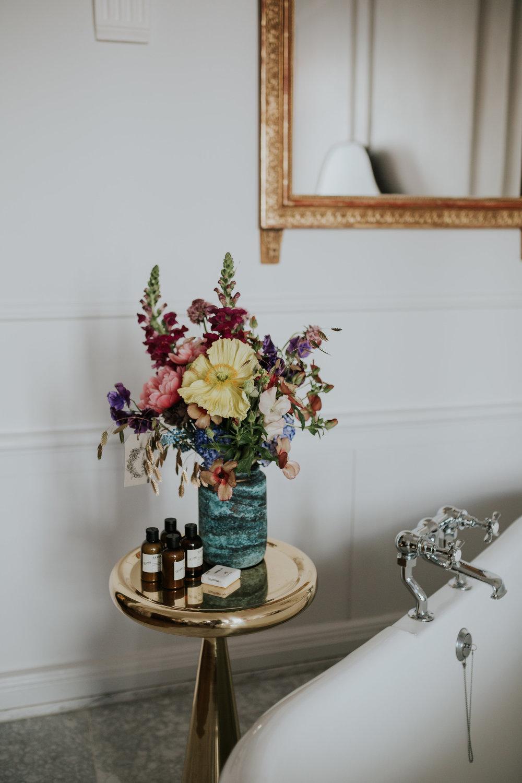 A.P Bloem florist bloemist evenement bloemen amsterdam luxury golden age guirlande garland florals pulitzer wedding bruiloft trouwen marriage styling liefde interior vase arrangement