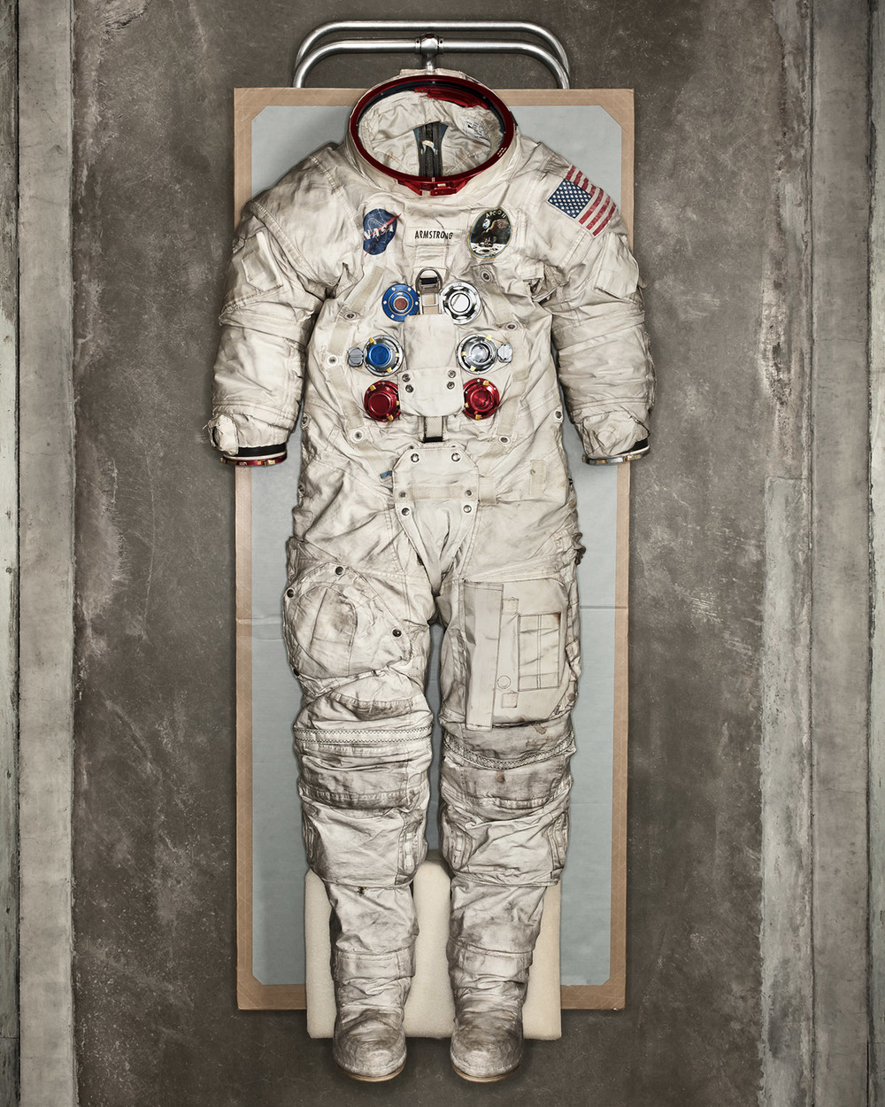 OPT_armstrong_space_suit_8102_BIG.jpg