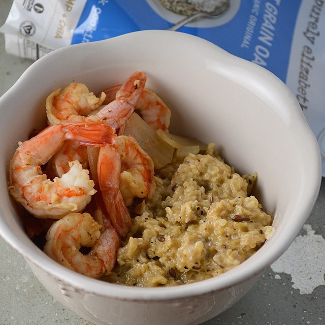 "Throwing it back to the days of living in North Carolina... Here's our healthy take on cheesy Shrimp & ""Grits"" using @purely_elizabeth Ancient Grains Oatmeal #savory #recipe #PurelyOatmealChallenge"