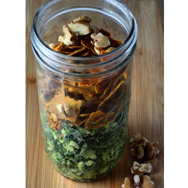 Taking your lunch to work this week? Pack your salad in a mason jar! See our #recipe for this Power Greens Salad: a blend of kale, spinach, broccoli and Brussels sprouts with walnuts and @bradsrawfoods chips (linked in our bio) #greens #masonjarmeals